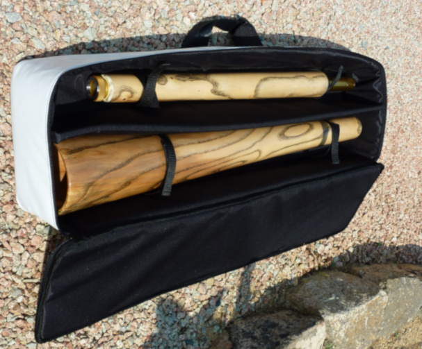 Original Woodslide Didgeridoo, Holz: Esche, Ansicht: Tasche. Original Woodslide Didge, Wood: Ash Tree, View: Bag